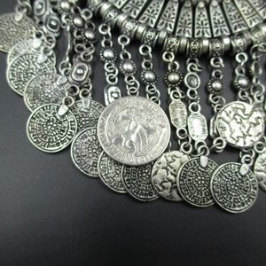 "Jewelry - Vintage 20"" Cute Silver Tone Heavy Ornate Necklace"